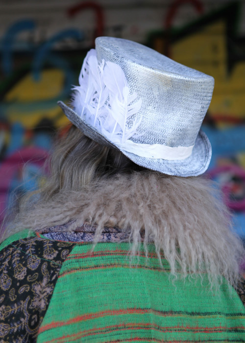 Festival Hut Zylinder Federn weiss