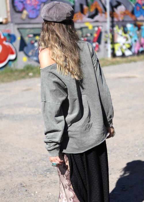 Oversize Sweatshirt Danger oliv