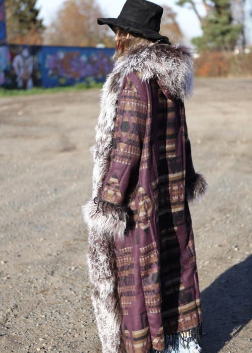 Boho Mantel mit Kapuze und Tibetlamm complete lila-braun