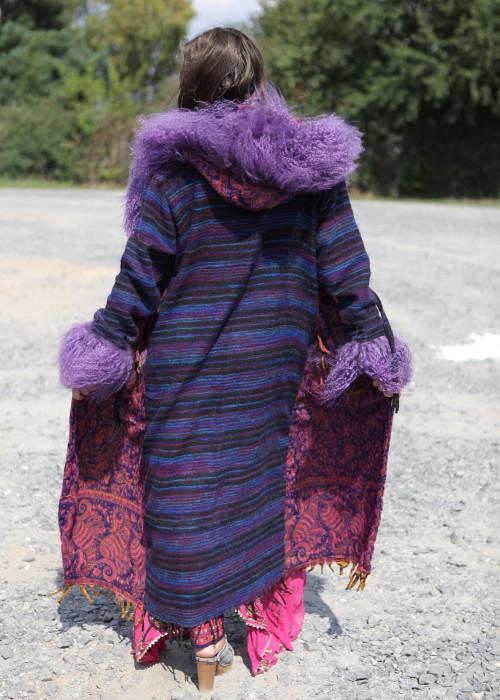 Boho Mantel mit Kapuze und Tibetlamm Paisley-Stripes lila