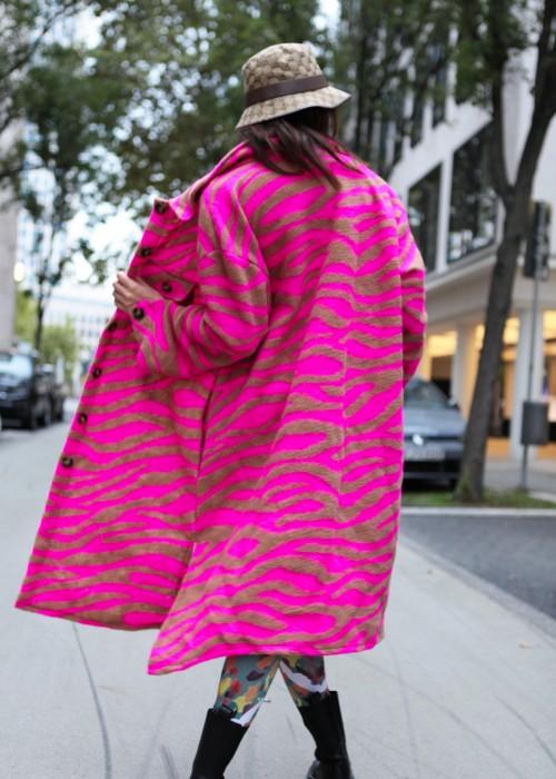 Boho Oversize Zebra Mantel Pink