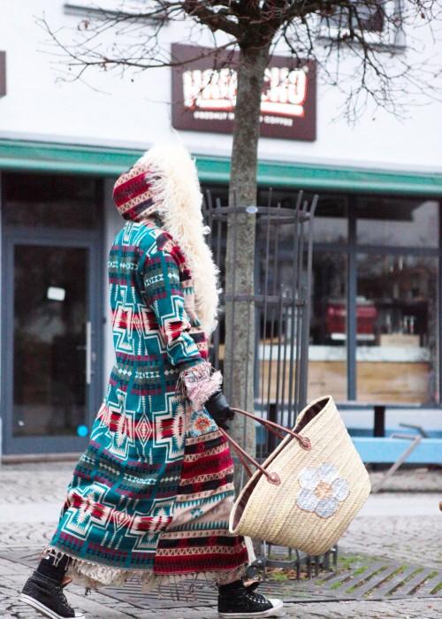Boho Mantel mit Kapuze und Tibetlamm Aztek gruen